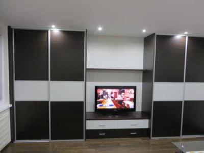 Шкаф-Купе в Гостинную с Нишей под Телевизор в Черном и Белом цвете